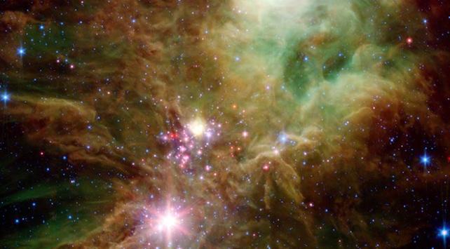 NASAnın Spitzer Teleskobu Yılbaşı Ağacı Yıldız Kümesini fotoğrafladı
