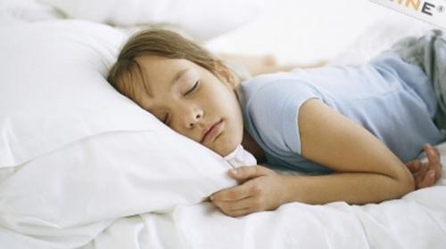 Çocuklar kaç saat uyumalı, ne kadar süre internette olmalı?