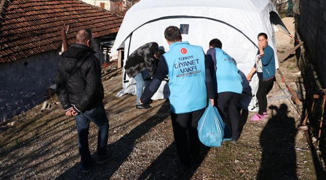 Türkiye Arnavutluktaki depremzedelere yardıma devam ediyor