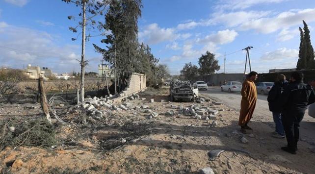 Libyadaki darbeci Hafter güçleri Zaviye kentini bombaladı: 2 ölü