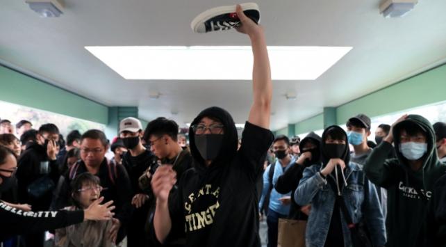 Hong Kongda Çinli tüccarların bölgeden ayrılması talebiyle gösteri düzenlendi
