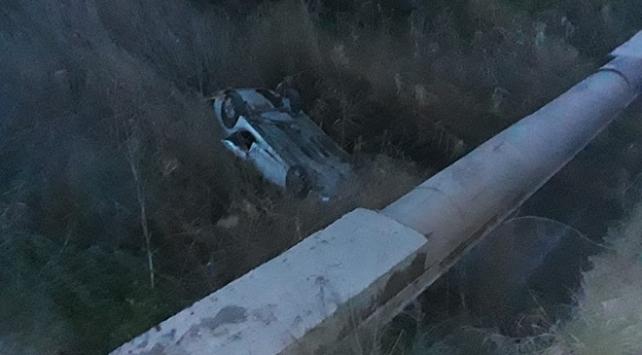 İzmirde otomobil köprüden uçtu: 1 yaralı