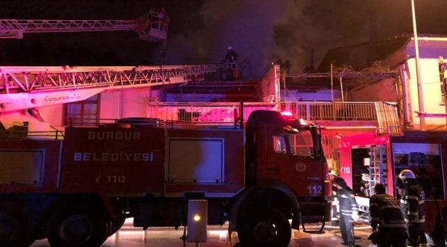 Burdurda ev yangınında 3 kişi yaralandı