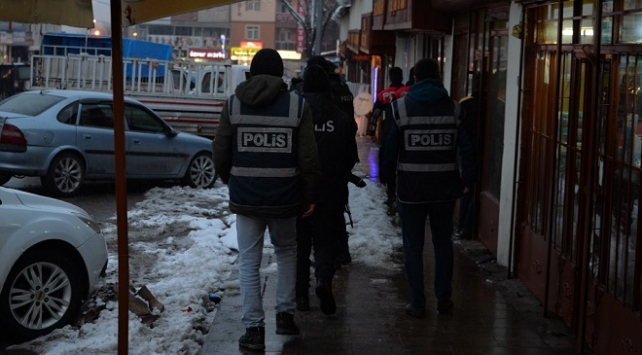"""Yılbaşı öncesi 81 ilde """"huzur"""" uygulaması: Aranan bin 320 kişi yakalandı"""