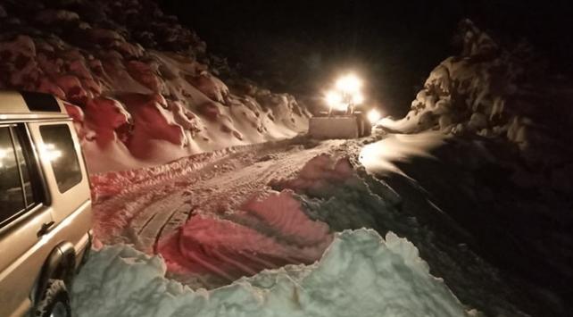 Antalyada karda mahsur kalan 4 kişiyi belediye ekipleri kurtardı