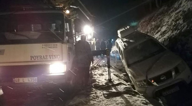 Antalya ve Muğlada karda mahsur kalan 34 kişi kurtarıldı