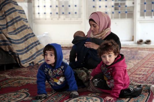 """İdlibdeki cami, bombardımandan kaçanların """"sığınağı"""" oldu"""