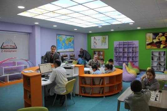 """İnegölde ilkokula """"Z kütüphane"""" kuruldu"""