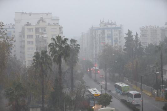 Antalyada sağanak etkili oluyor