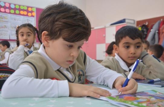 Erzurumda okuma ve yazmayı öğrenen öğrenciler ilk mektuplarını Mehmetçiğe yazdı
