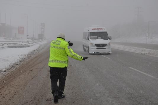 Denizli-Antalya kara yolunda kar yağışı etkili oldu