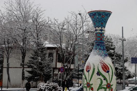 Bilecik ve Kütahyada kar yağışı ulaşımda aksamalara yol açıyor