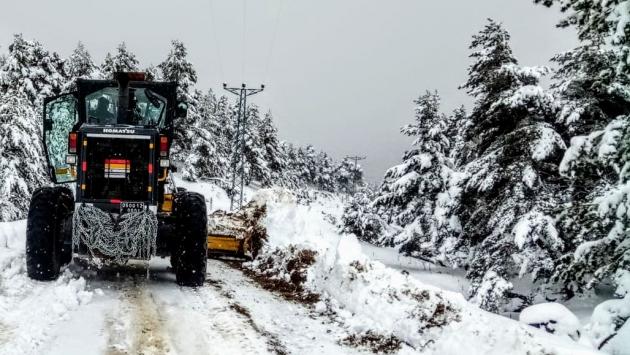 Amasyada kapanan 2 köy yolu ulaşıma açıldı