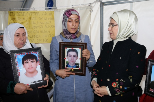 Emine Erdoğandan Diyarbakır annelerine ziyaret