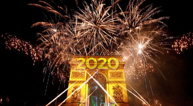 """Dünya 2020 yılına """"merhaba"""" dedi"""