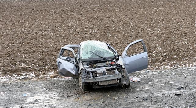 Tokatta cenaze törenine gidenleri taşıyan otomobil devrildi: 3 yaralı