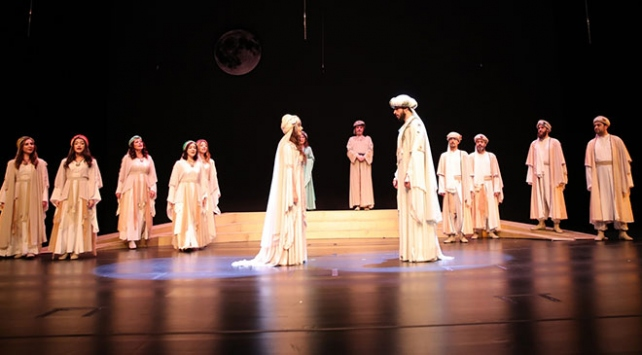 """Cumhurbaşkanı Erdoğan, """"Leyla ile Mecnun"""" tiyatro oyununu izledi"""