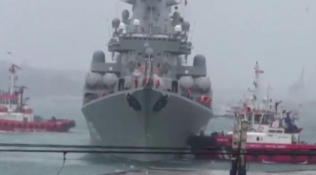 Rus savaş gemisi kuvvetli akıntı nedeniyle Boğaza demirledi