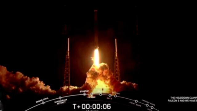 SpaceX, Starlink misyonu kapsamında yeni uydu paketini uzaya fırlattı