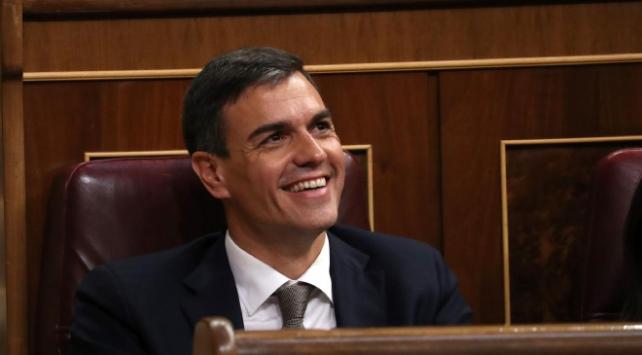 İspanyada azınlık sol koalisyon hükümeti meclisten güvenoyu aldı
