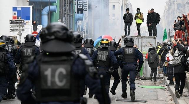 Fransız milletvekilinden grevler için terör eylemi benzetmesi