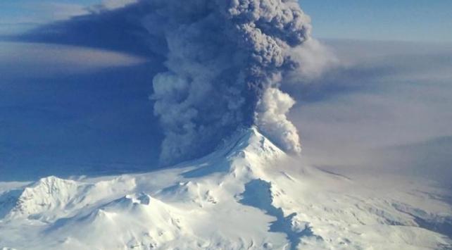 Alaskada Shishaldin Yanardağında patlama