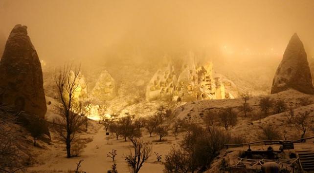 Kapadokyada kar güzel görüntü oluşturdu