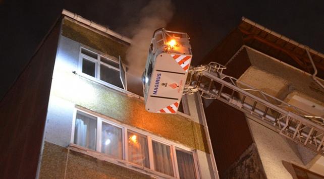 Şişlide bir kadın sattığı evi ateşe verip kaçtı