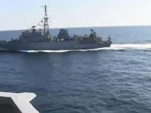 Umman Denizinde gerginlik: Rus-ABD gemileri arasında yakınlaşma