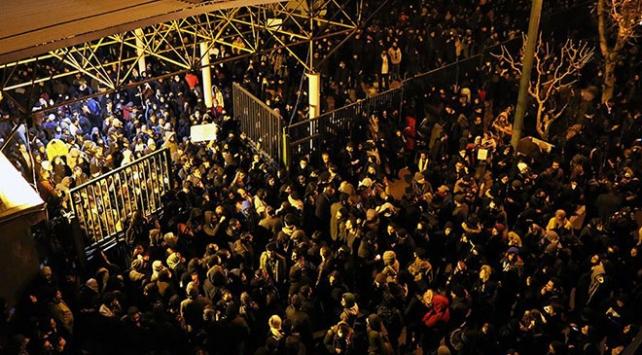 Tahranda uçak kazası için düzenlenen anma rejim karşıtı gösteriye dönüştü