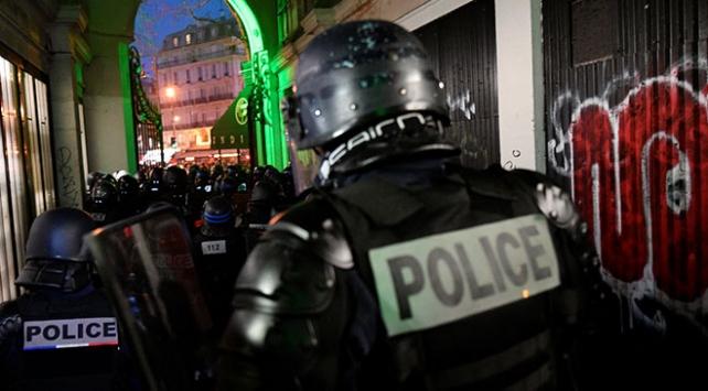 Fransa polisinden sert müdahale