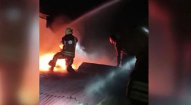 Arnavutköyde iş merkezinde çıkan yangın büyümeden söndürüldü