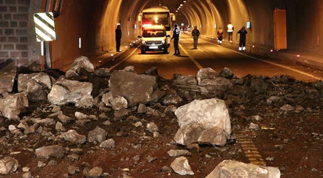 Karabük-Zonguldak kara yolu heyelan sebebiyle kapandı