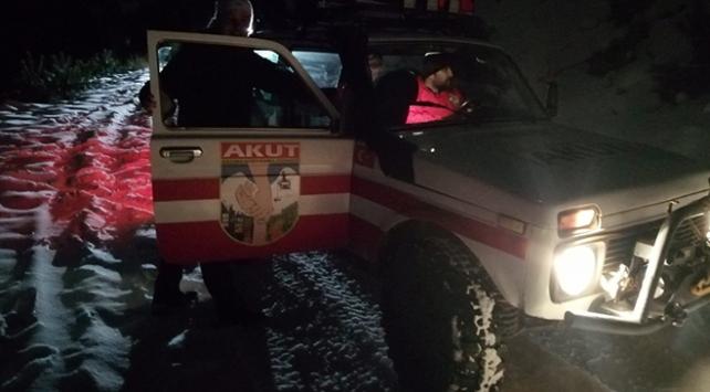 Arazi araçlarıyla dağda mahsur kalan 4 kişi kurtarıldı