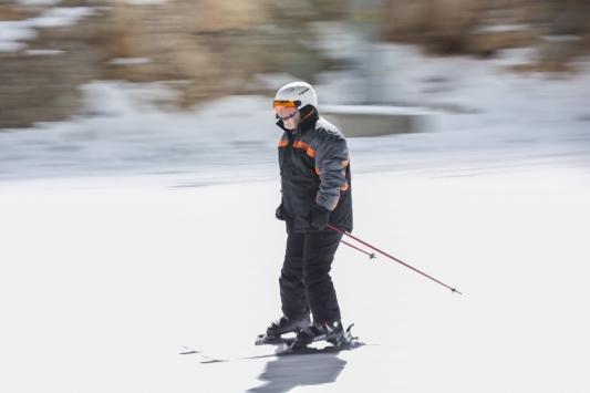 Sanayi ve Teknoloji Bakanı Mustafa Varank, Erzincanda gece kayağı yaptı