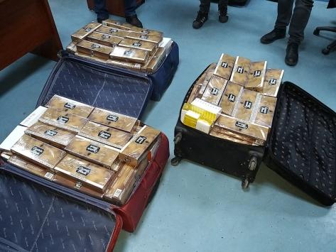 Adanada otobüste kaçak elektronik sigara kartuşu ve sigara ele geçirildi