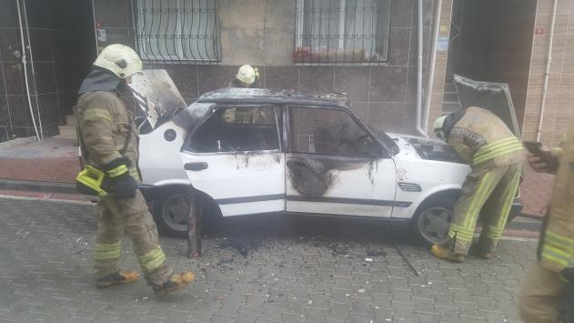Esenyurtta otomobilde çıkan yangın söndürüldü