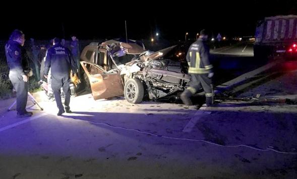 Muğlada otomobil kamyona çarptı: 1 ölü, 1 yaralı
