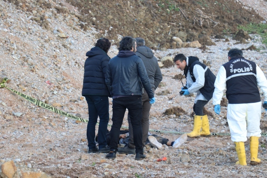 Bursada boş arazide erkek cesedi bulundu