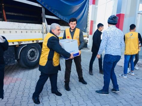Malatyadan İdlibe bir tır insani yardım malzemesi gönderildi