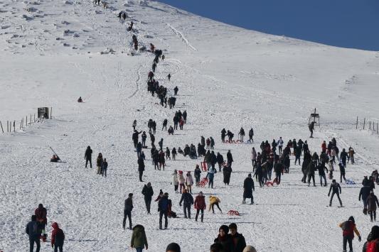 Karacadağ Kayak Merkezinde yoğunluk başladı