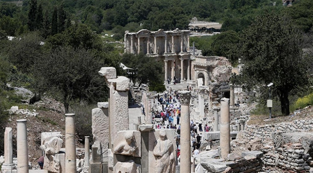 Efes Antik Kentinde ziyaretçi sayısı 2 milyona yaklaştı