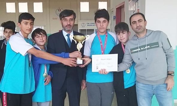 Kırşehirde yıldızlar ve gençler dart il birinciliği müsabakaları