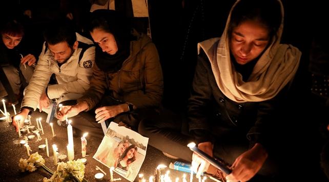 İranlı öğrenciler Ukrayna uçağının düşürülmesini protesto etti