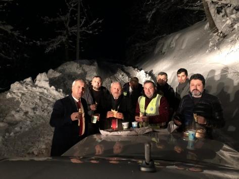Hendek Belediye Başkanı Babaoğlu, karla mücadele çalışmalarını inceledi
