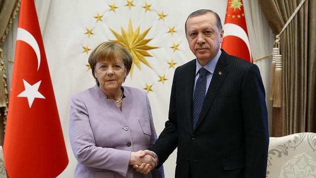 Cumhurbaşkanı Erdoğan, Almanya Başbakanı Merkel ile Libyayı görüştü