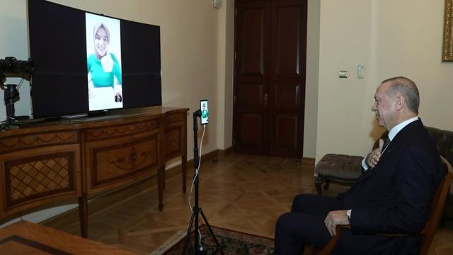 Cumhurbaşkanı Erdoğan, konuşma engelli Ümmü Gülsüm Genç ile görüştü
