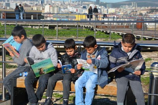 """""""Gezgin Okullar"""" projesiyle hem gezdiriyorlar hem okutuyorlar"""