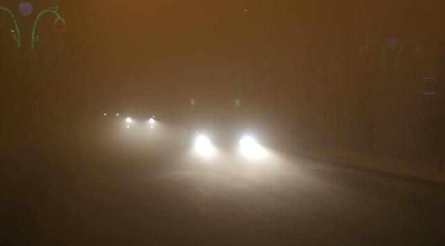 Ağrıda yoğun sis: Görüş mesafesi 2 metreye düştü, trafik aksadı