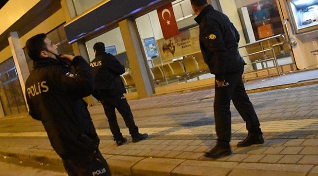 Adanada bankaya giren hırsız polisten kaçamadı